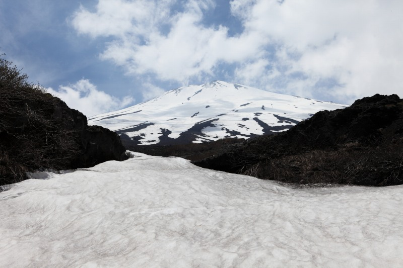 25.幻の滝_雪渓と富士山