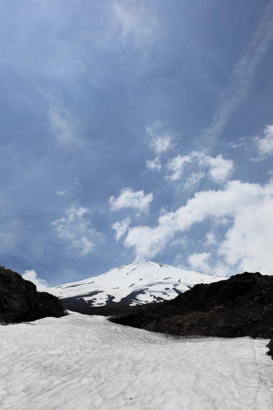 23.幻の滝_雪渓と富士山