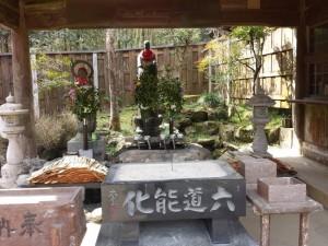 2016-03-24 10.00.43_手水舎と水子地蔵